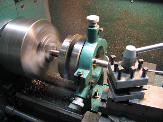 Machining the flywheel shaft in the lathe using a steady rest