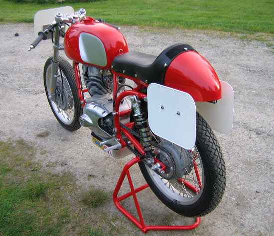 1966 Benelli Racer restored by Paul Brodie