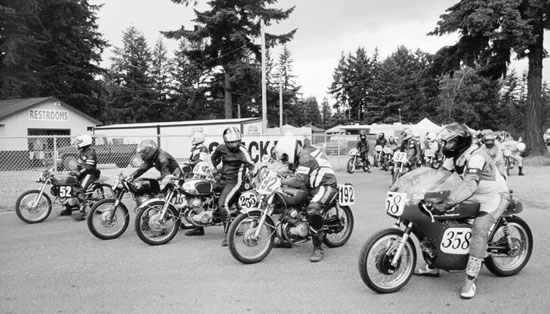 Paul racing Aermacchi 2003 starting line
